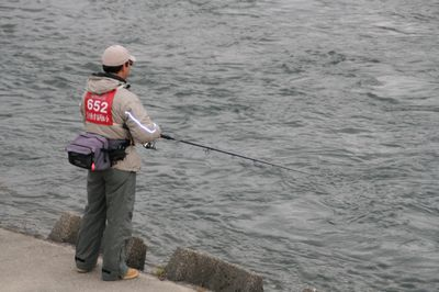 鮭を釣るヒト.jpg