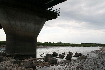 羽越線鉄橋の下.jpg