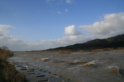 濁流の荒川.jpg