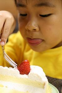 ケーキを食べる2号.jpg