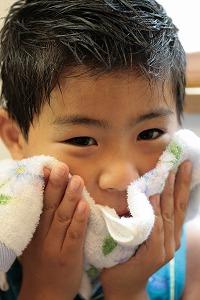 タオルで顔を拭く1号.jpg