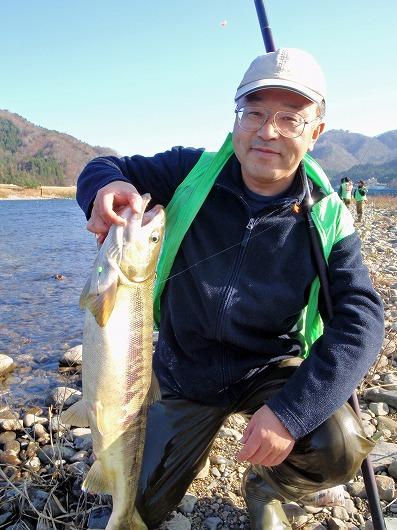 山形県のIさんとメス鮭.jpg
