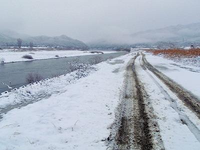 積雪の荒川.jpg