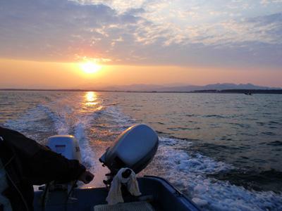 日本海から見る朝日.jpg